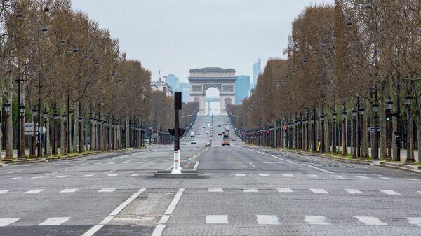 Вид на Елисейские поля с площади Согласия в Париже
