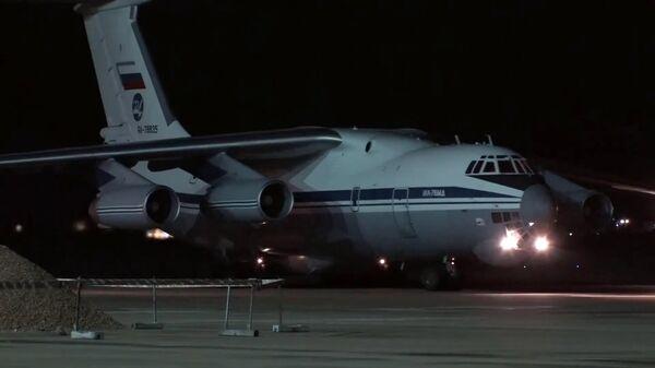Военно-транспортный самолет ВКС России Ил-76 МД с медицинским оборудованием, предназначенным для борьбы с вирусом COVID-19, на итальянской авиабазе Практика-ли-Маре