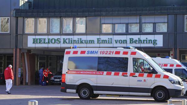 Машины скорой помощи у больницы Хелиос-клиник Эмиль фон Беринг в Берлине