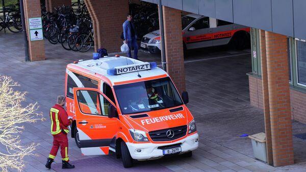 Автомобиль скорой помощи у больницы Хелиос-клиник Эмиль фон Беринг в Берлине