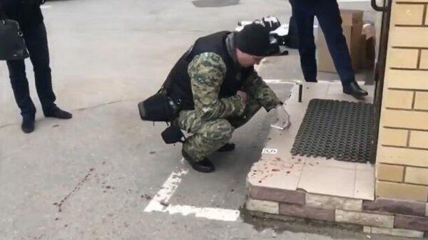 Кадры с места убийства полицейского на КПП в Волгограде
