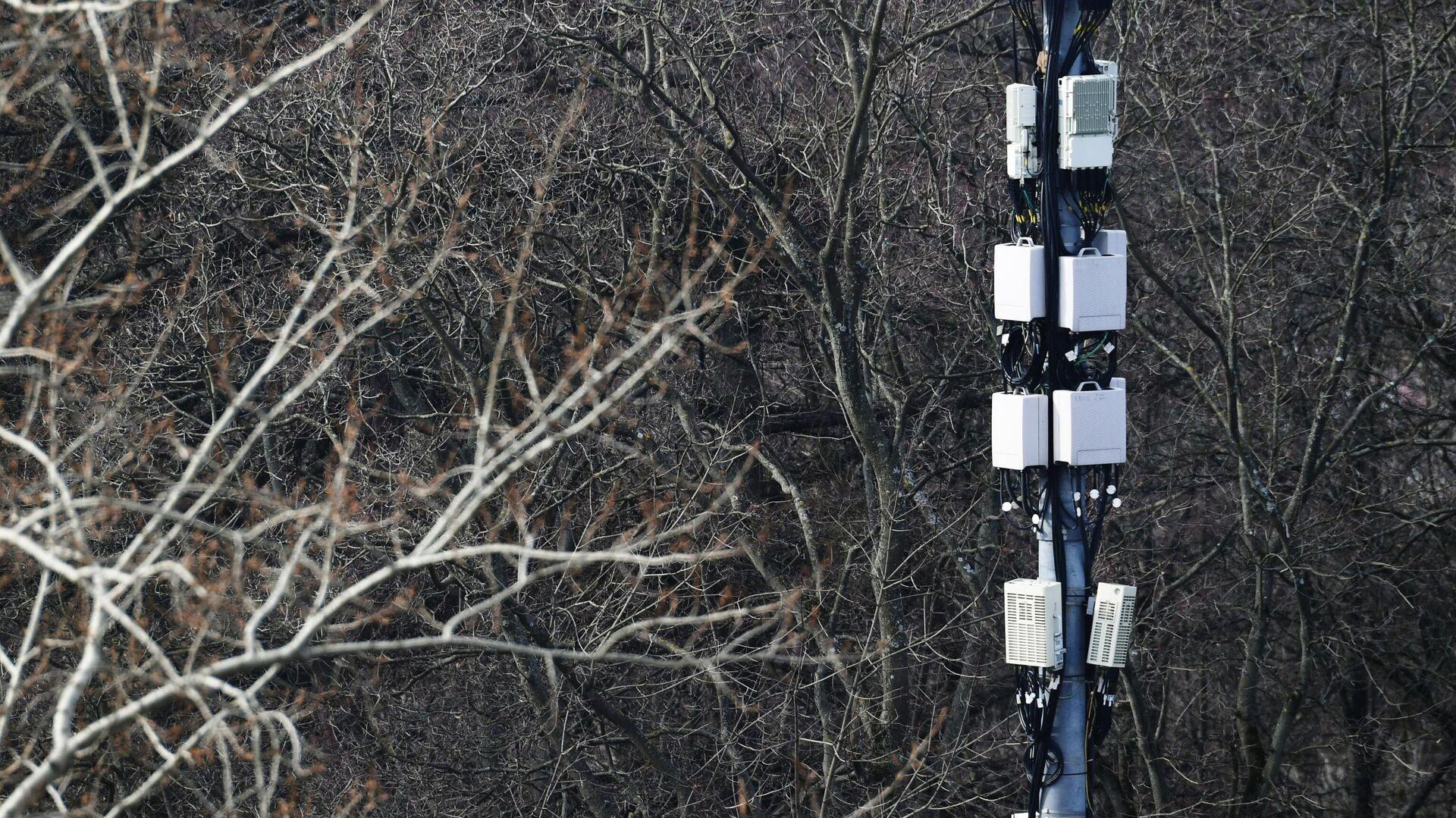 Мачта базовой станции у сквера в Москве - РИА Новости, 1920, 14.05.2020