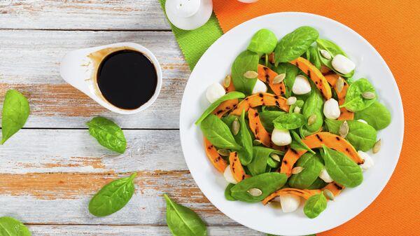 Салат из тыквы и шпината