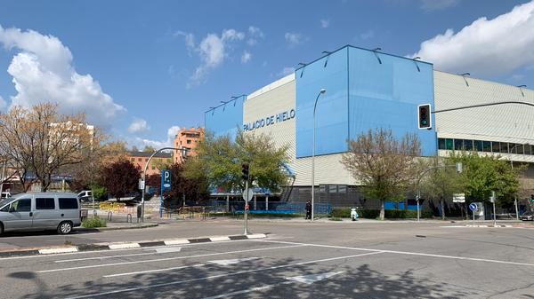 Ледовый дворец в Мадриде, превоащенный во временный морг в связи с коронавирусом
