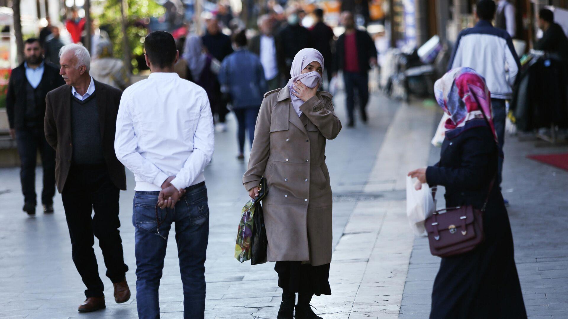 Люди на улице турецкого города Диярбакыр - РИА Новости, 1920, 12.04.2021