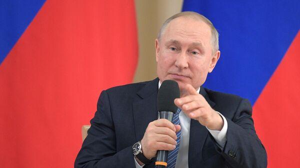 Президент РФ Владимир Путин во время встречи с представителями предпринимательского сообщества
