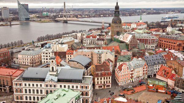 В Латвии пенсионерка возмутилась надписью на русском языке на банке сметаны