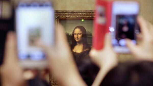 Картина Леонардо де Винчи Мона Лиза в Лувре