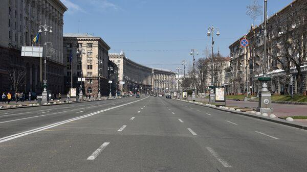 Пустая улица Крещатик в Киеве