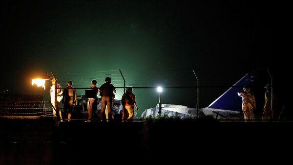 Место крушения самолета авиакомпании Lion Air на взлетно-посадочной полосе аэропорта Манилы