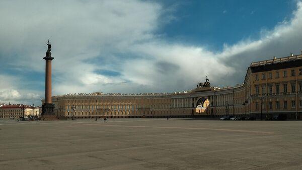 Вид на Дворцовую площадь в Санкт-Петербурге