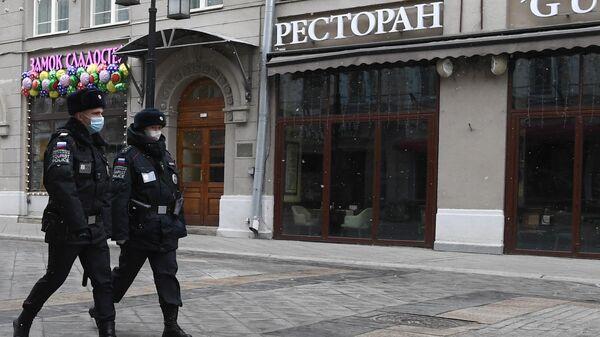 Сотрудники полиции в масках в Москве