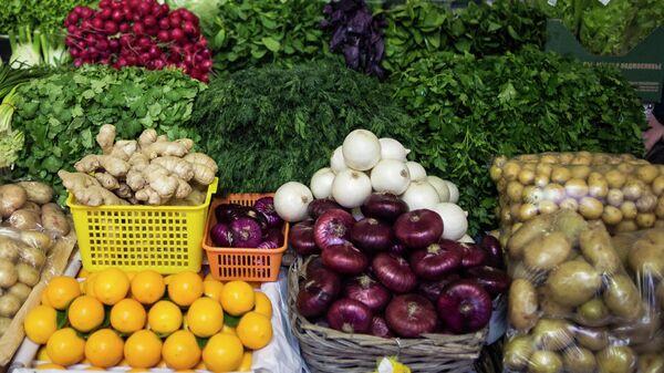 Прилавок с овощами на Даниловском рынке в Москве