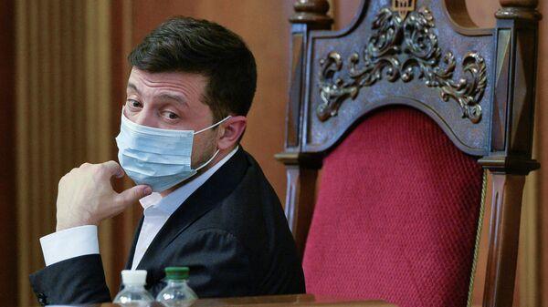 Президент Украины Владимир Зеленский в защитной маске на заседании парламента в Киеве, Украина