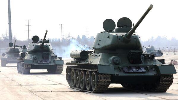 Танки Т-34 после проведения капитального ремонта на бронетанковом ремонтном заводе в Санкт-Петербурге доставлены в Алабино