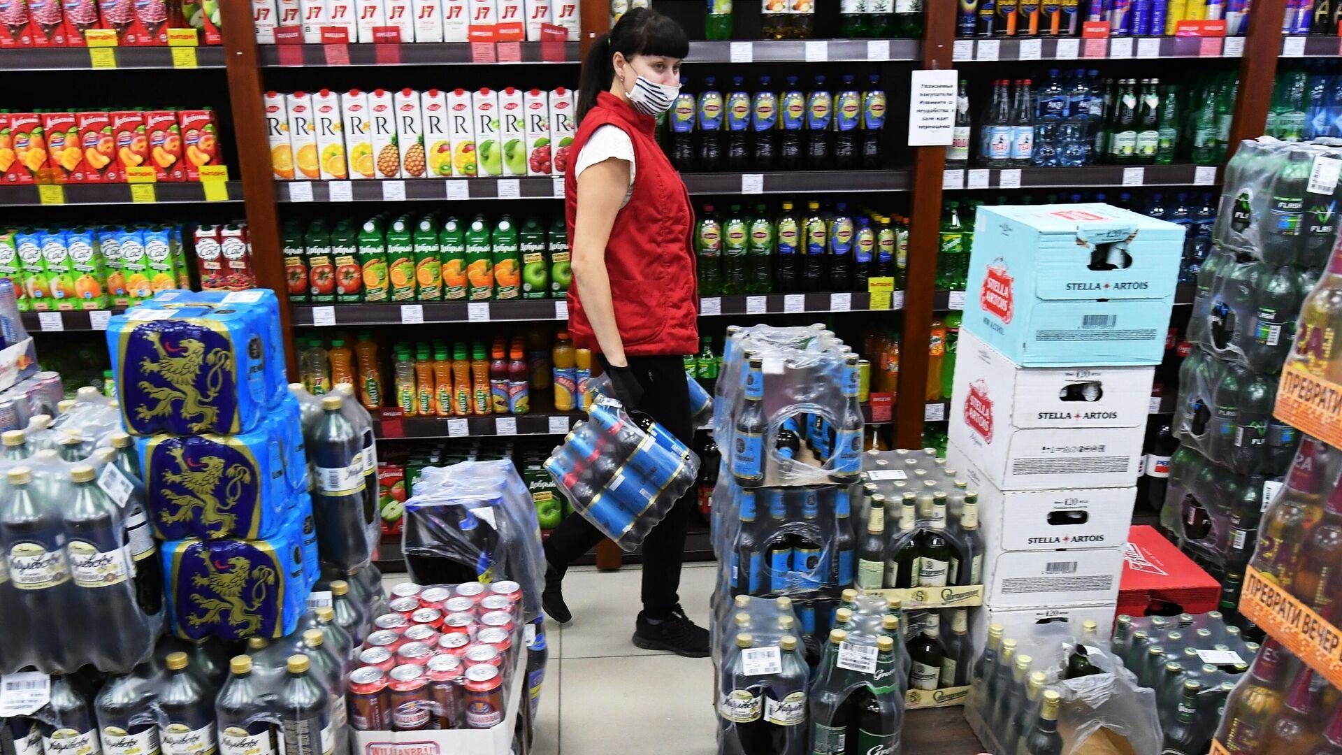 Алкогольная продукция в винно-водочном магазине в Красноярске - РИА Новости, 1920, 12.03.2021