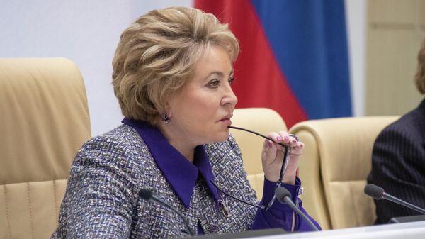 Председатель Совета Федерации РФ Валентина Матвиенко на внеочередном заседании Совета Федерации РФ