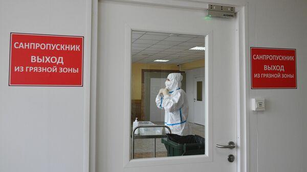 Медицинский работник в стационаре НМХЦ имени Пирогова