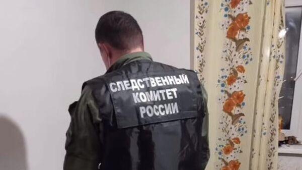 Следственные мероприятия на месте убийства пяти человек в поселке Елатьма Рязанской области. Стоп-кадр видео
