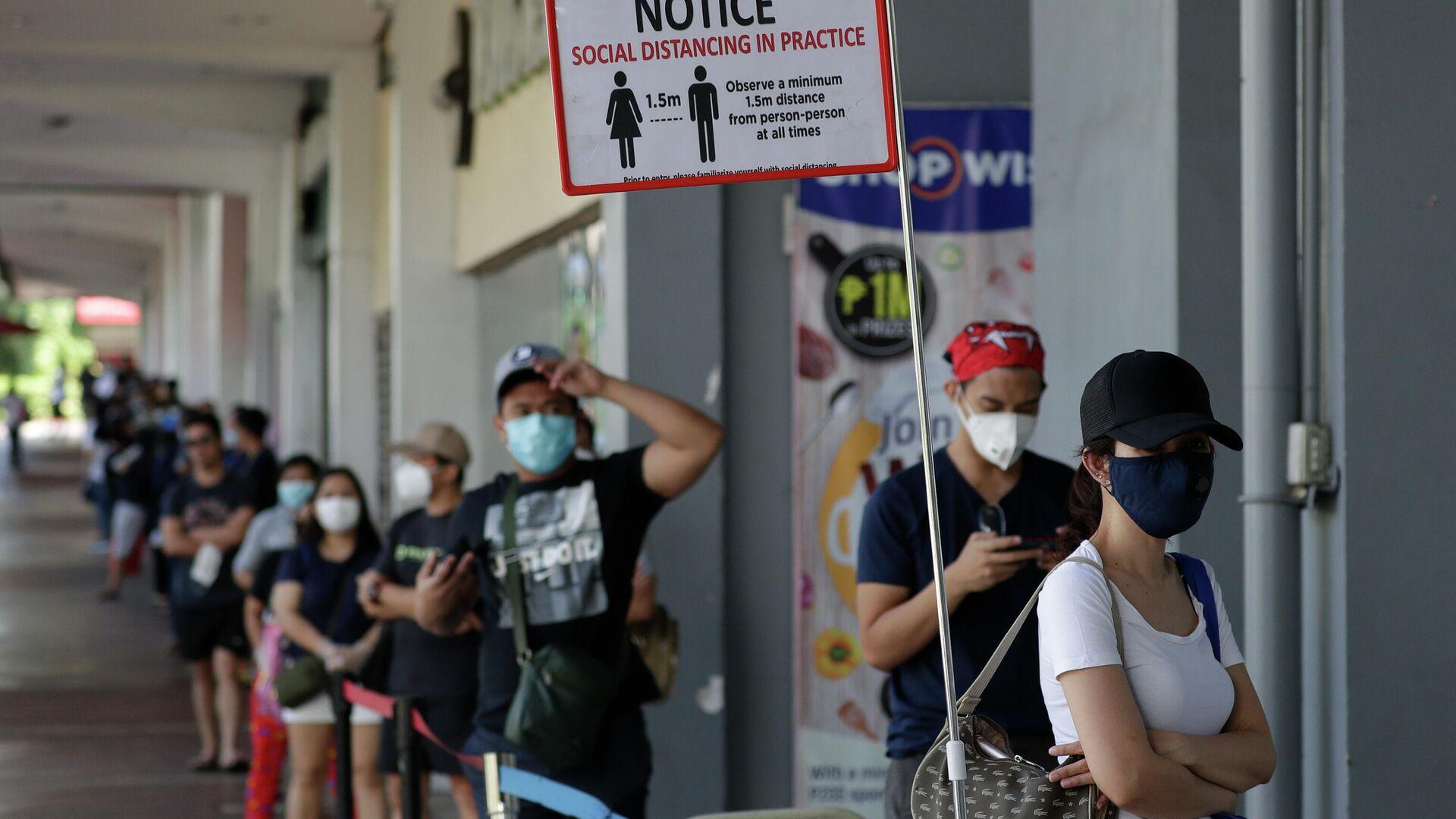 Местные жители в защитных масках на улице Манилы, Филиппины - РИА Новости, 1920, 30.12.2020