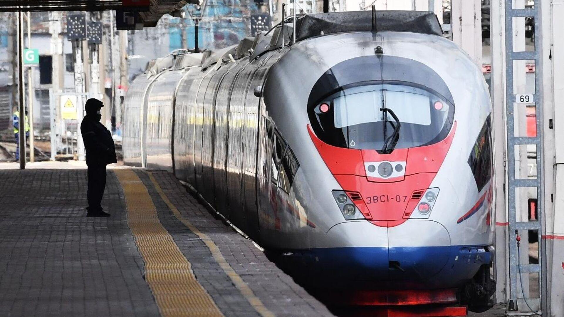 Поезд Сапсан на Ленинградском вокзале в Москве - РИА Новости, 1920, 04.12.2020
