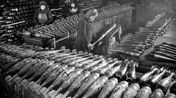 Готовые мины на одном из московских заводов. 1942 год