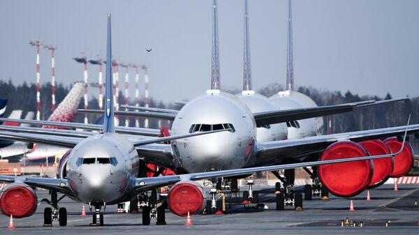 Самолеты на стоянке в аэропорту Шереметьево