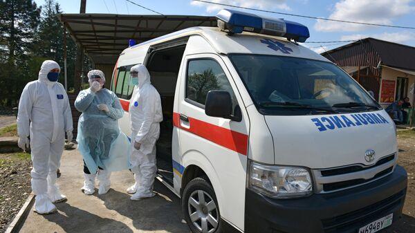 Медики на посту ДПС при въезде в город Гал в Абхазии