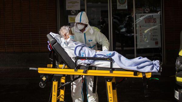 Медицинский работник в больнице в Мадриде