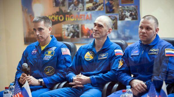 Онлайн-конференция экипажа МКС-63