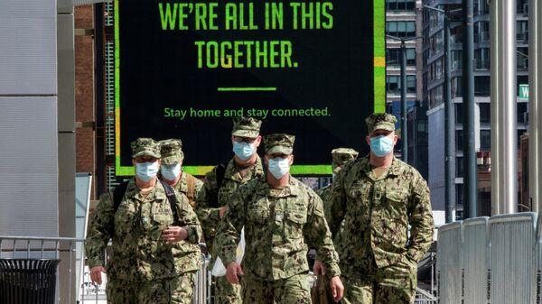 Военные в защитных масках в Нью-Йорке