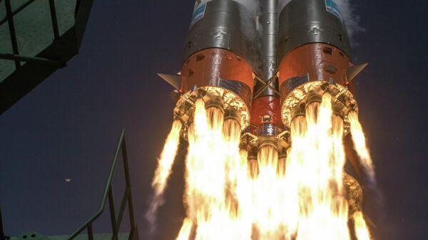 Старт ракеты-носителя Союз-2.1а с космодрома Байконур