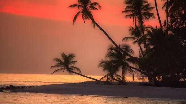 Восход солнца на одном из Мальдивских островов