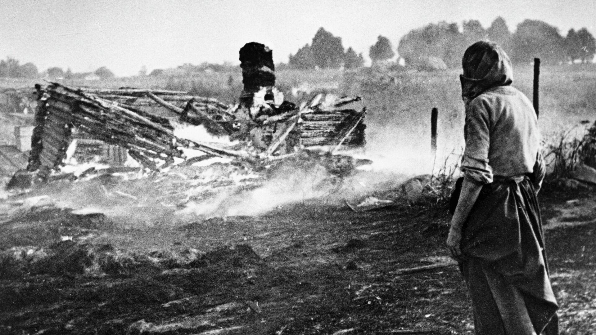 Гитлеровцы сожгли дотла белорусскую деревню - РИА Новости, 1920, 26.07.2021