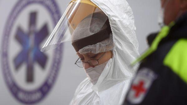 Медицинский работник в Международном аэропорту Шереметьево