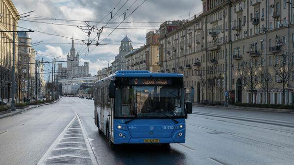 Автобус на Садовом кольце в Москве