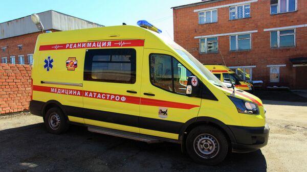 Реанимобиль на территории Иркутской областной клинической больницы