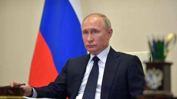 Президент РФ Владимир Путин во время совещания в режиме видеоконференции