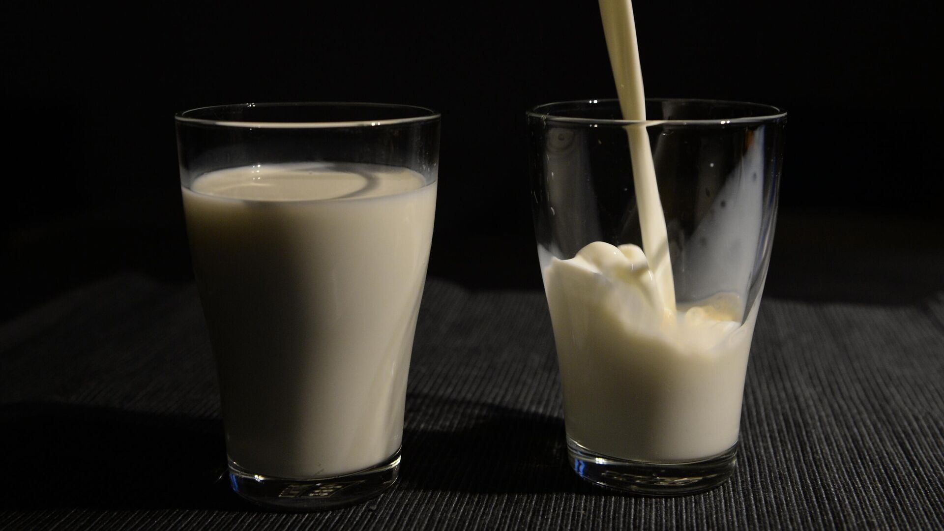 Молоко в стаканах - РИА Новости, 1920, 16.08.2020