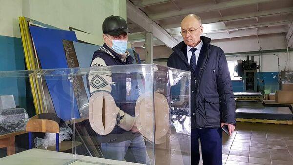 Один из защитных боксов, переданный медучреждениям депутатами Владимирской области