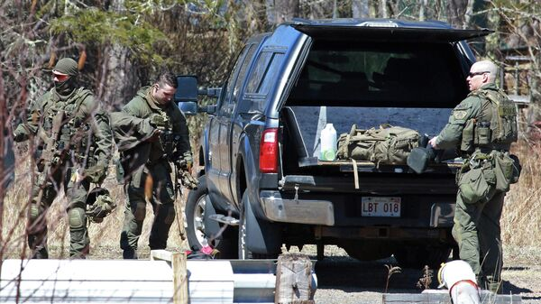 Полиция собирает вещи после обыска Габриэла Уортмана в Новой Шотландии, Канада