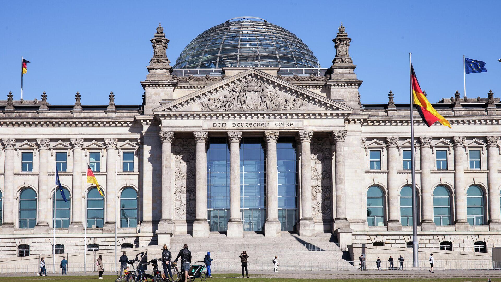 Историческое здание Рейхстага в центре Берлина - РИА Новости, 1920, 15.09.2020