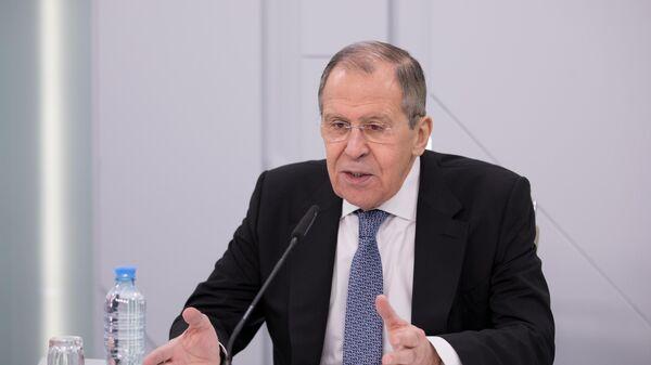 Министр иностранных дел РФ Сергей Лавров выступает на видеоконференции с представителями Фонда публичной дипломатии имени А. М. Горчакова