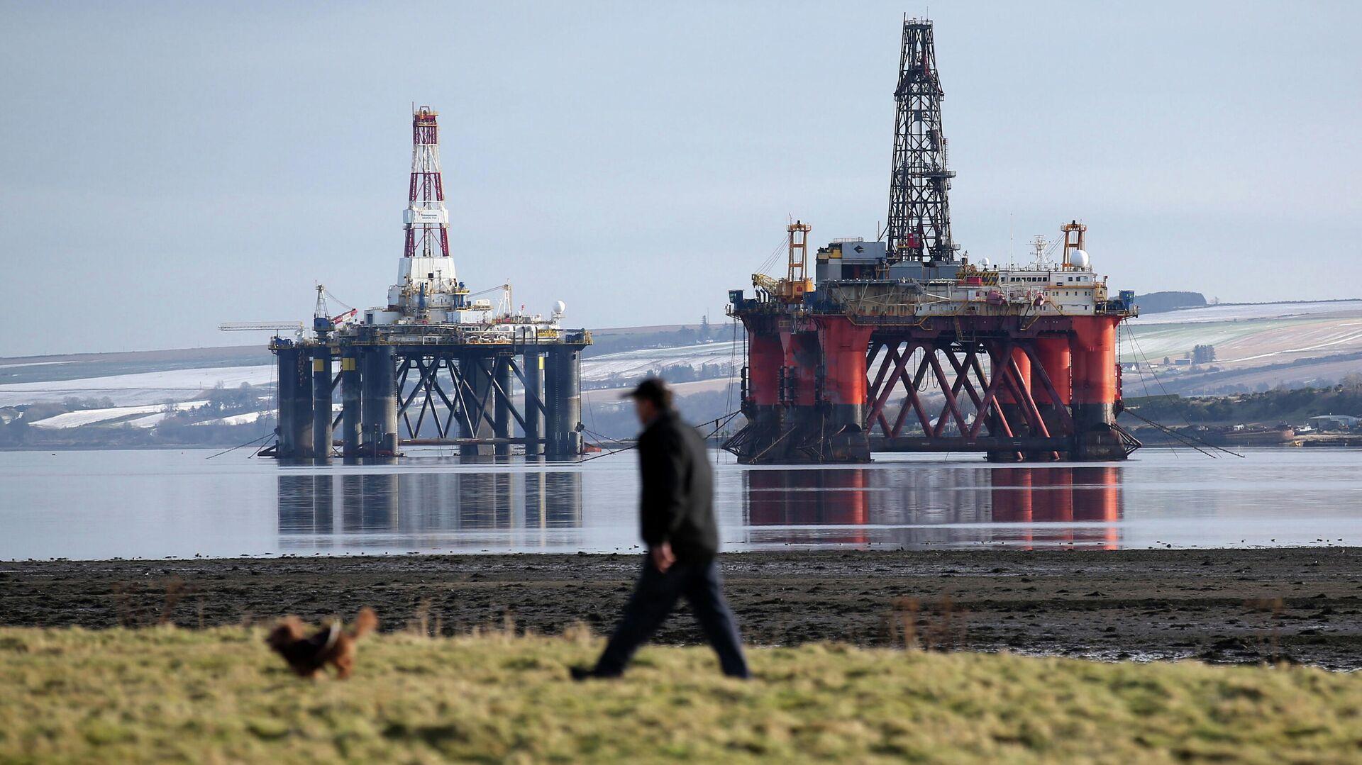 Нефтяные платформы у берегов Шотландии в Северном море - РИА Новости, 1920, 27.09.2021