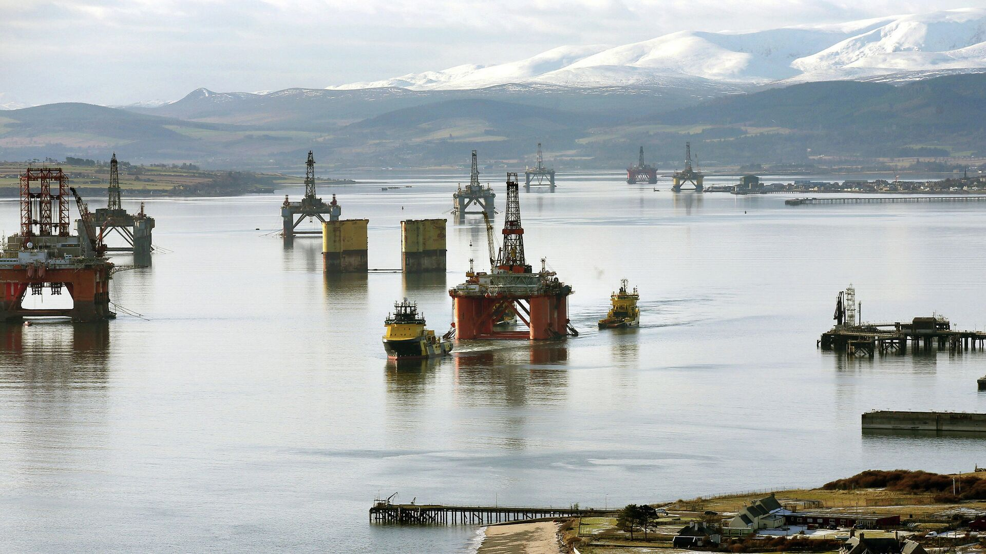 Нефтяные платформы у берегов Шотландии в Северном море - РИА Новости, 1920, 20.08.2021