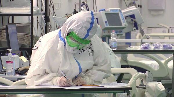 Работа российских и итальянских врачей в полевом госпитале Бергамо