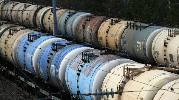 Железнодорожные цистерны для транспортировки топлива