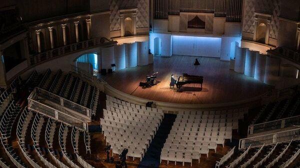Концерт в пустом зале