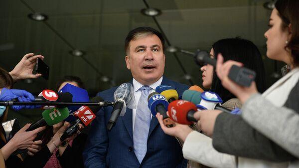 Михаил Саакашвили отвечает на вопросы журналистов перед началом встречи с депутатами фракции Слуга народа в Киеве