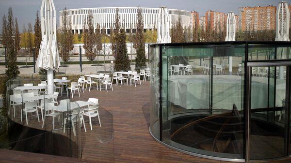 Летняя терраса ресторана Краснодар временно закрыта в рамках мер противодействия распространению коронавирусной инфекции в опустевшем парке Краснодар